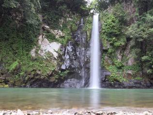 八反の滝(車で約45分)